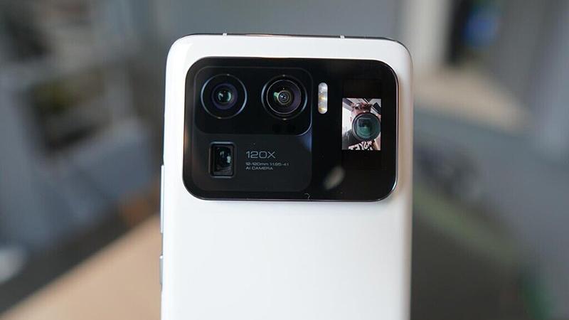 Màn hình phụ ở mặt sau Mi 11 Ultra như một chiếc gương để selfie