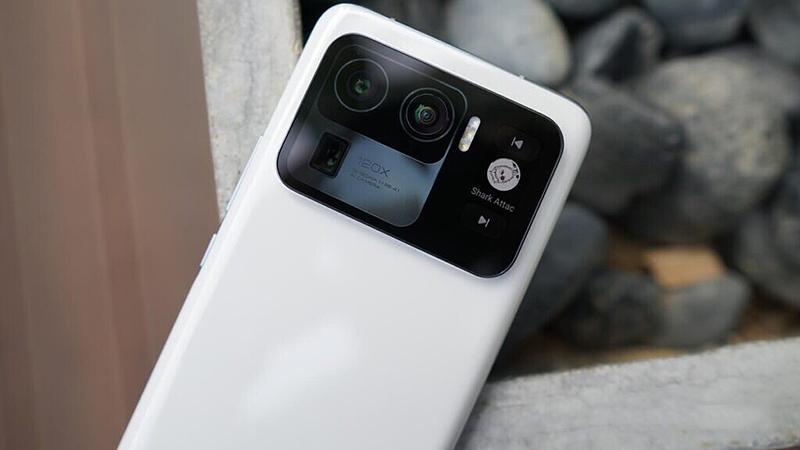 Cụm camera sẽ là điểm ấn tượng đầu tiên trên Mi 11 Ultra