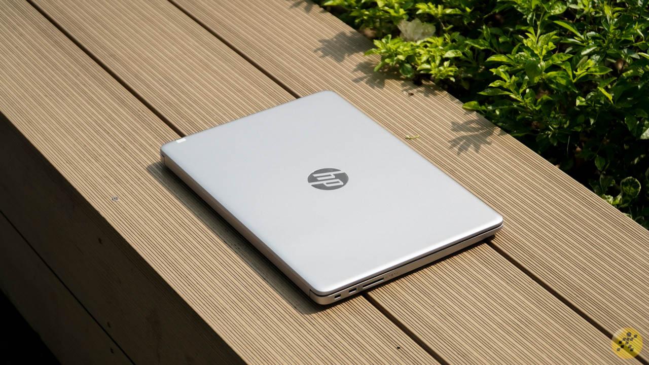 Thiết kế tổng thể của HP 240 G8