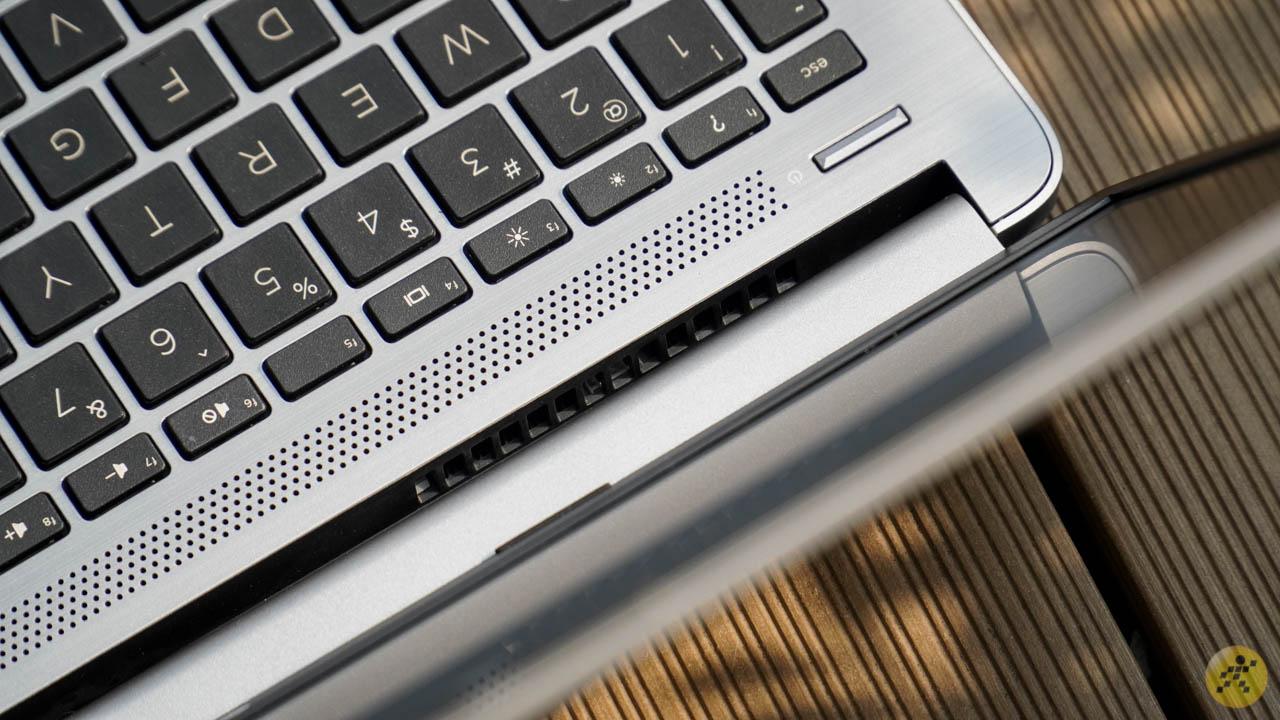Phần tản nhiệt ở phía sau của bàn phím
