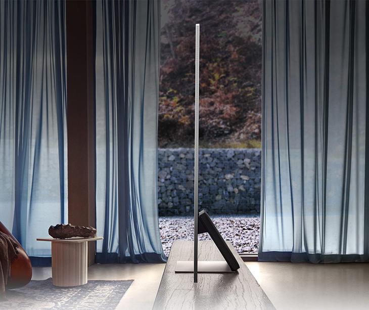 Chân đế thẳng đứng giúp màn hình tivi vuông góc với mặt phẳng