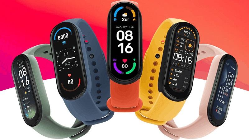 Nếu smartwatch ngoài các chức năng vận động, sức khỏe, kết nối thì chúng còn như một món trang sức với thiết kế long lanh, chất liệu cao cấp. Còn smartband lại hướng đến tính năng động, thể thao nhiều hơn.