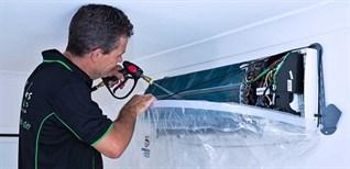 Áo vệ sinh máy lạnh gì và những điều cần biết về dụng cụ này