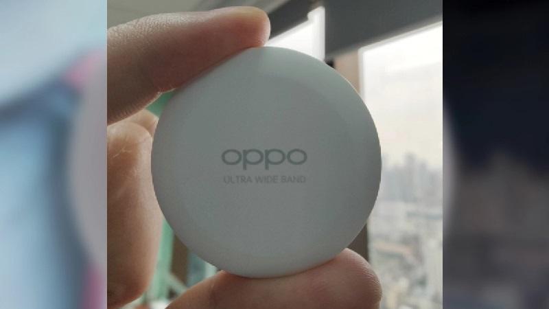 Phụ kiện theo dõi, định vị đồ vật OPPO Smart Tag lộ ảnh thực tế trên tay người dùng, có cả cổng USB-C để sạc pin