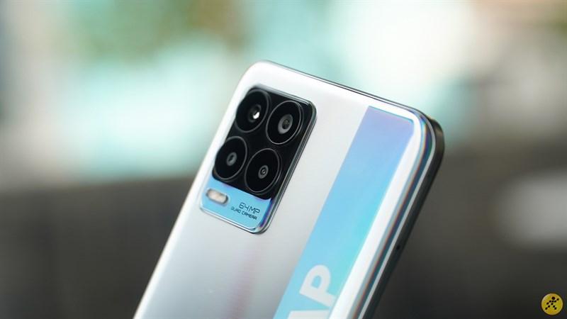 Cluster of 4 cameras on Realme 8