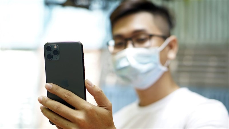 Đeo khẩu trang khiến việc mở khóa iPhone bằng FaceID trở nên khó khăn hơn.