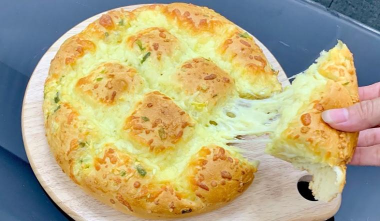 Cách làm bánh mì bơ tỏi phiên bản phô mai kéo sợi cực ngon tại nhà
