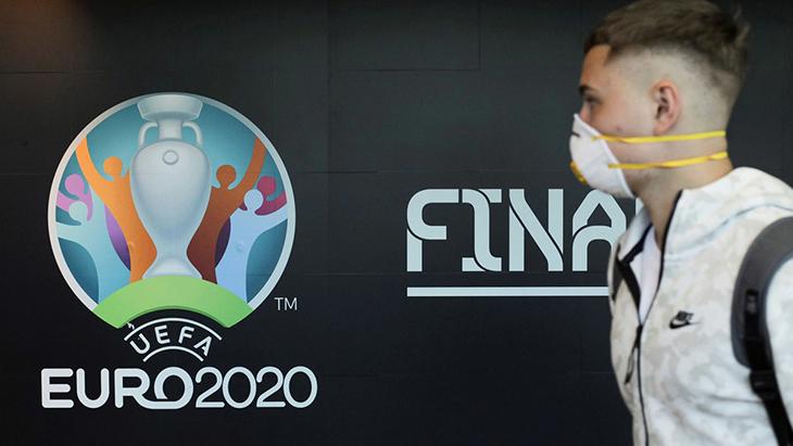 Euro 2020 bị hoãn 1 năm vì Covid