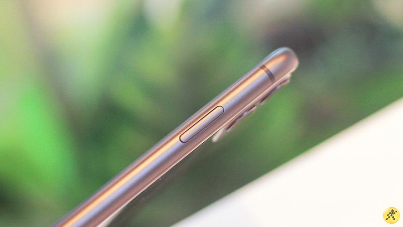 Phần khung nhôm được làm nhám của iPhone 11 vẫn rất hợp thời.