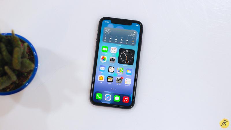 iPhone 11 vẫn sở hữu màn hình có thiết kế tai thỏ nhưng đa phần người dùng hiện nay vẫn chấp nhận thiết kế này.