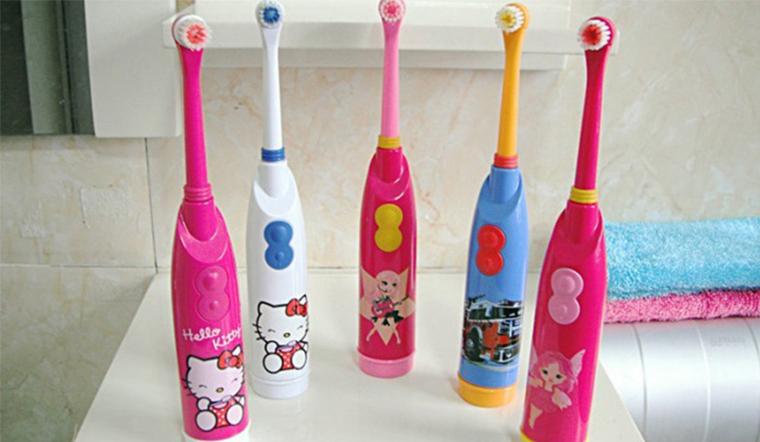 Cách chọn bàn chải đánh răng điện cho bé vừa an toàn, vừa dễ đánh