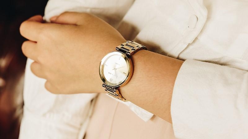 Sale lớn mừng Ngày Của Mẹ: Đồng hồ thời trang nữ đồng giảm 40%, này mà chọn làm quà tặng mẹ thì hết ý