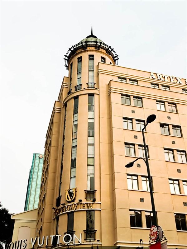 Quận 1 là nơi có nhiều tòa nhà với kiến trúc hiện đại
