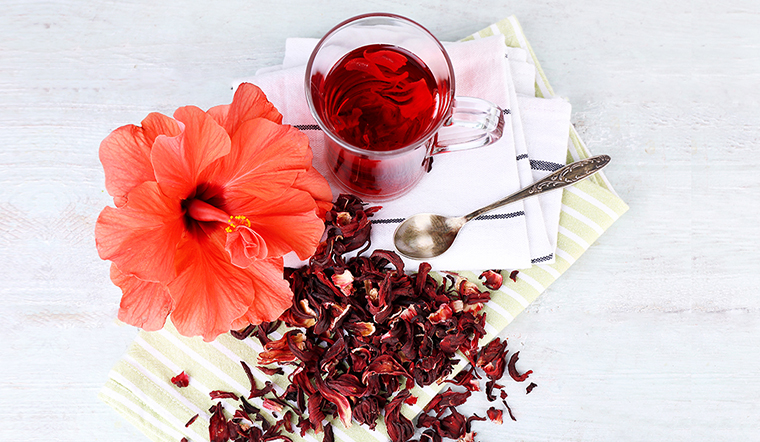 Lợi ích tuyệt vời của việc uống trà hoa dâm bụt hàng ngày