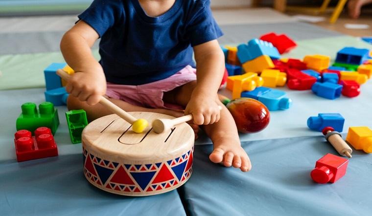 Cách chọn những loại đồ chơi gỗ thông minh phù hợp theo tuổi cho bé
