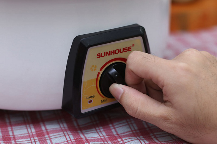 Điều chỉnh nhiệt độ nồi lẩu điện