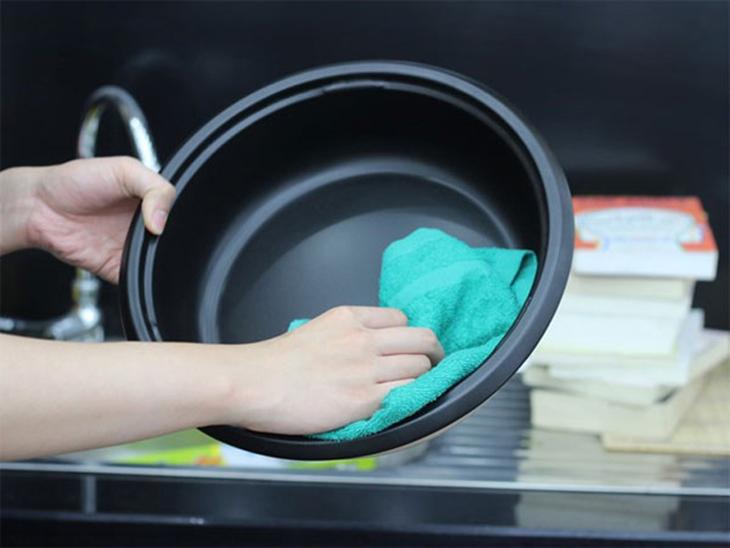 Lưu ý khi vệ sinh và cách Bảo quản nồi lẩu điện