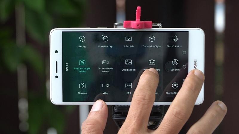Vì sao bạn nên mua một smartphone có chế độ chỉnh tay?