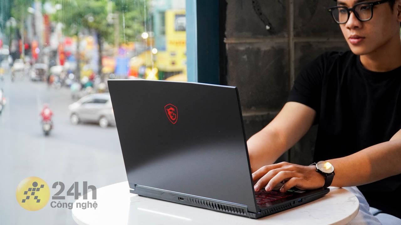 Chiếc laptop mang đến một thiết kế hài hòa và dễ tiếp cận