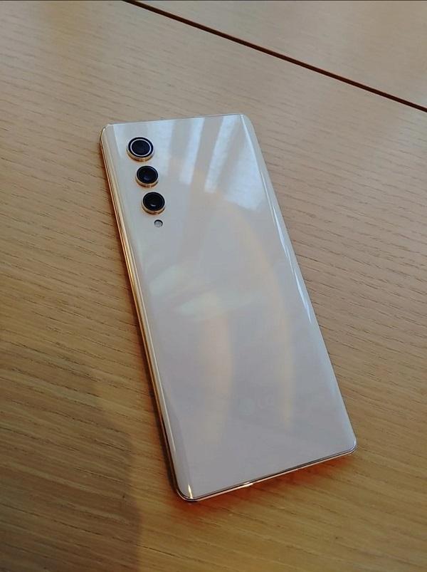 LG Velvet 2 Pro bị rò rỉ với 3 camera sau, không phím vật lý, nhưng...