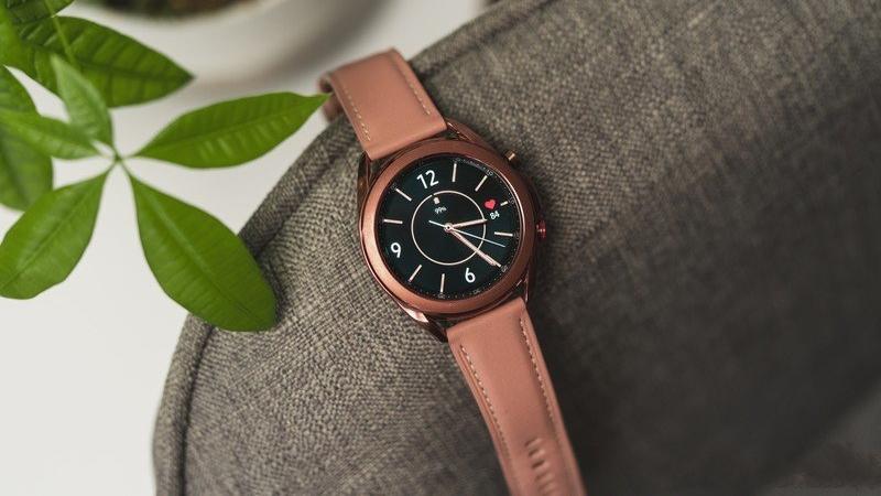 Galaxy Watch4 lộ nhiều thông tin hấp dẫn, thiết kế kiểu cổ điển hay thể thao đều hội đủ, có một tính năng giống Apple Watch
