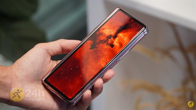 Samsung Galaxy Fold2 màn hình nhỏ
