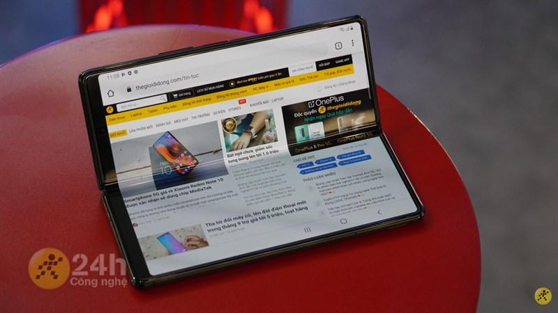 Samsung Galaxy Fold2 trải nghiệm xem nội dung