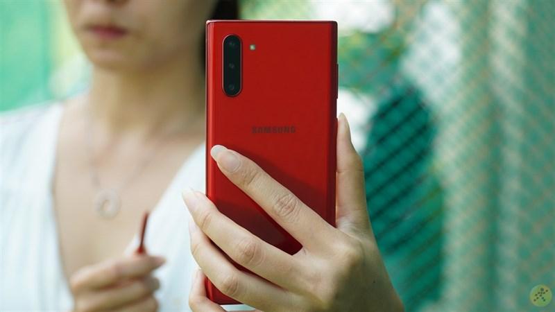 Cụm 3 camera được bố trí hài hòa, đẹp mắt trên Samsung Galaxy Note 10