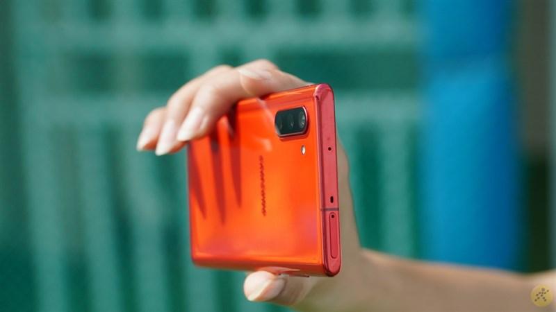 Thiết kế tương đối mỏng trên Galaxy Note 10