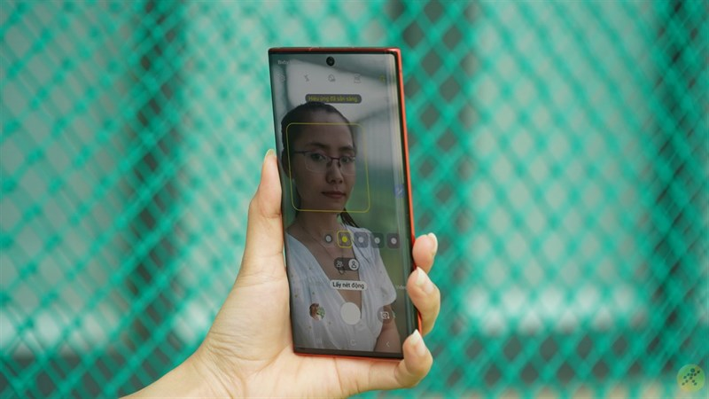 Màn hình tràn viền trên Samsung Galaxy Note 10 mang đến cảm giác lớn hơn, rộng hơn