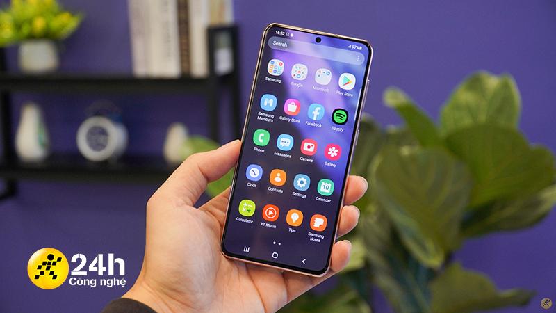 Mình cảm thấy may mắn khi Galaxy S21 5G có màn hình phẳng thay vì màn hình cong