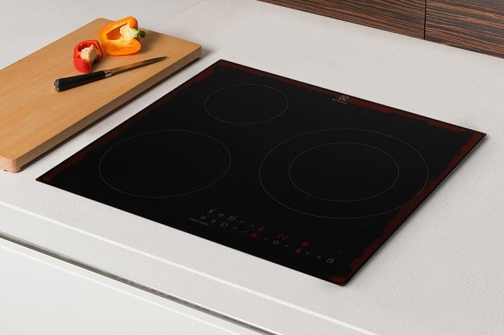 Bếp từ 3 vùng nấu Electrolux LIT60336
