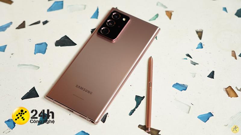 Note 20 Ultra 4G vẫn giữ thiết kế vuông vức cùng bút S Pen đặc trưng.