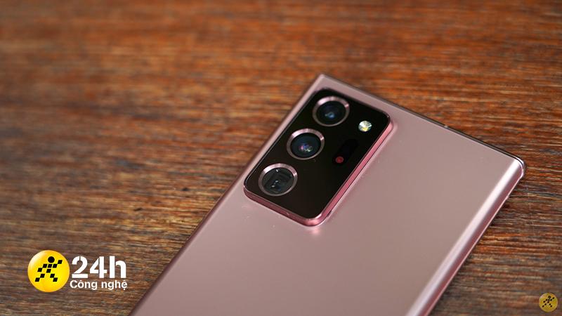 Phần camera lồi của Note 20 Ultra 4G có khiến mình hơi khó chịu khi cầm máy trên tay.