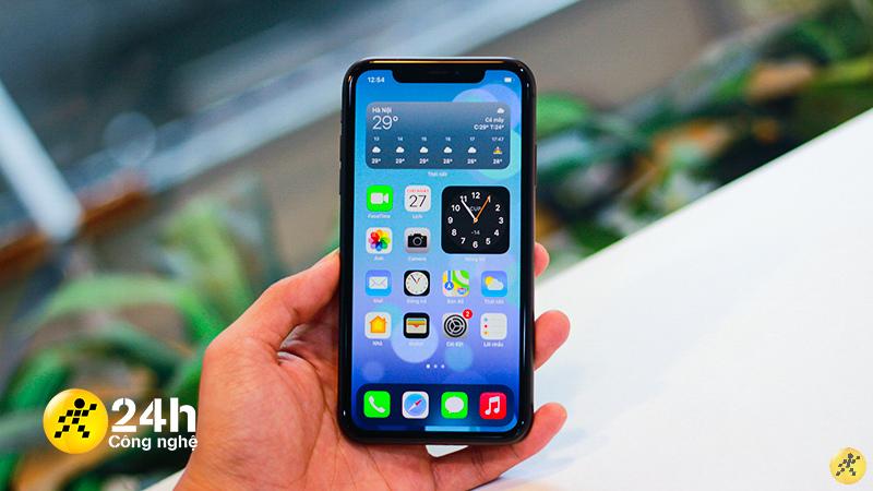 iPhone 11 mà mình đang sử dụng có tình trạng pin còn 85%.