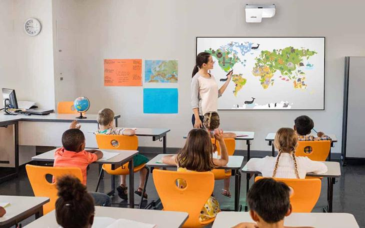 Ứng dụng máy chiếu laser trong giáo dục