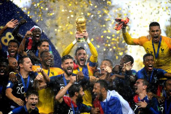 đội tuyển Pháp nhận cup vô địch