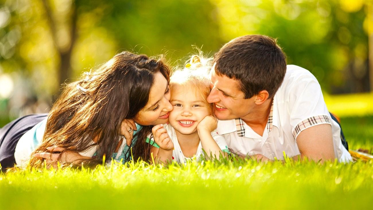 Hình ảnh bố mẹ cùng con gái yêu