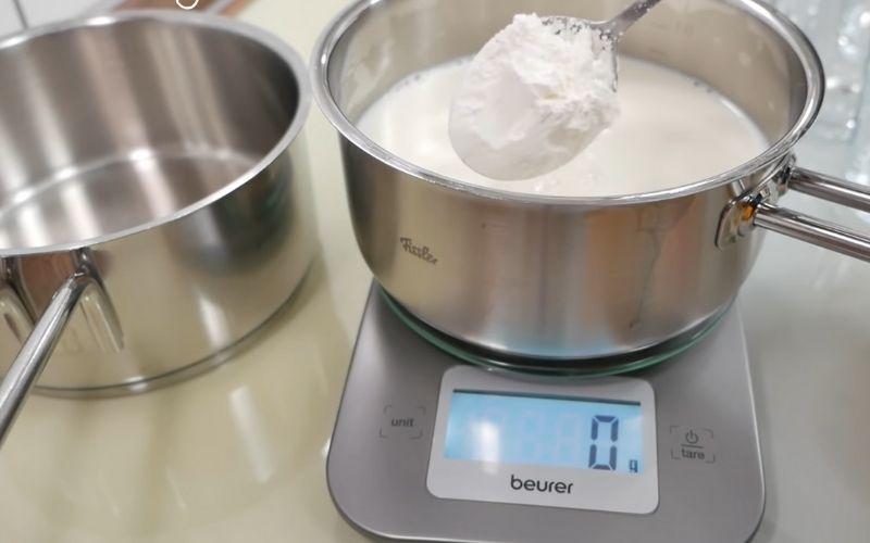 Bước 1: Nấu hỗn hợp sữa