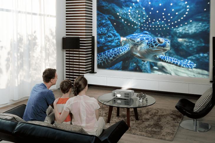 Những lý do nên mua máy chiếu để xem phim, chơi game