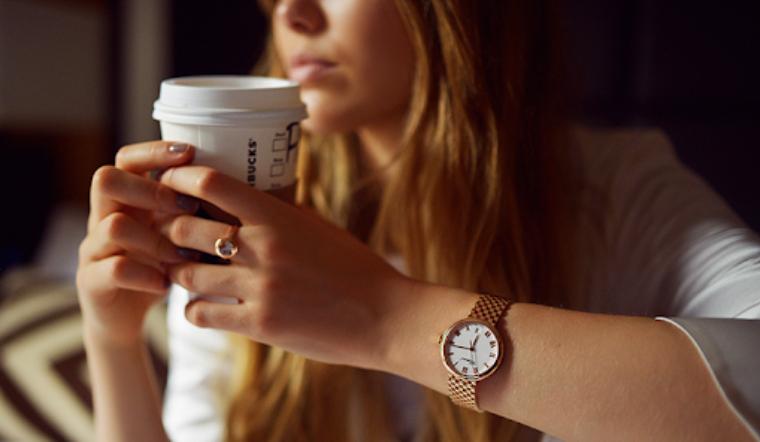 Đồng hồ nên đeo lỏng hay chặt, như thế nào là vừa tay?