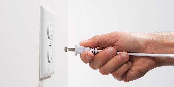 Kết nối nguồn điện với máy chiếu