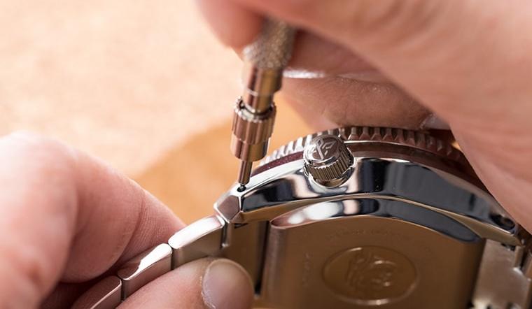 Hướng dẫn chi tiết cách tháo chốt dây, núm đồng hồ các loại máy pin và cơ phổ thông