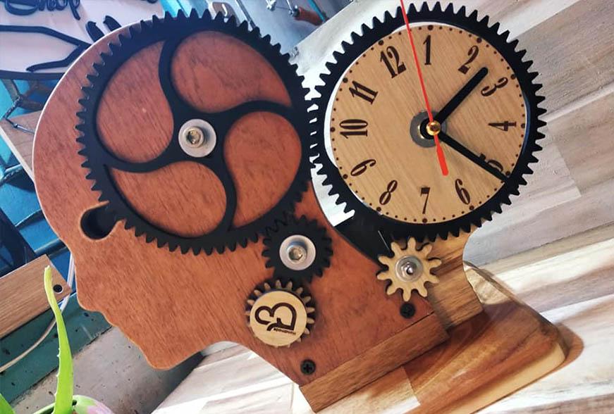 Đồng hồ để bàn tự trang trí