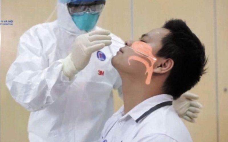 Tăm bông xét nghiệm sẽ tiến sâu vào 5 - 7cm để chạm tới thành sau mũi họng