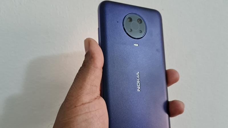 Nokia G20 được hoàn thiện từ chất liệu nhựa, kim loại và kính