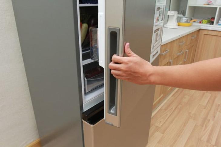 Cửa tủ lạnh bị đóng mở nhiều lần