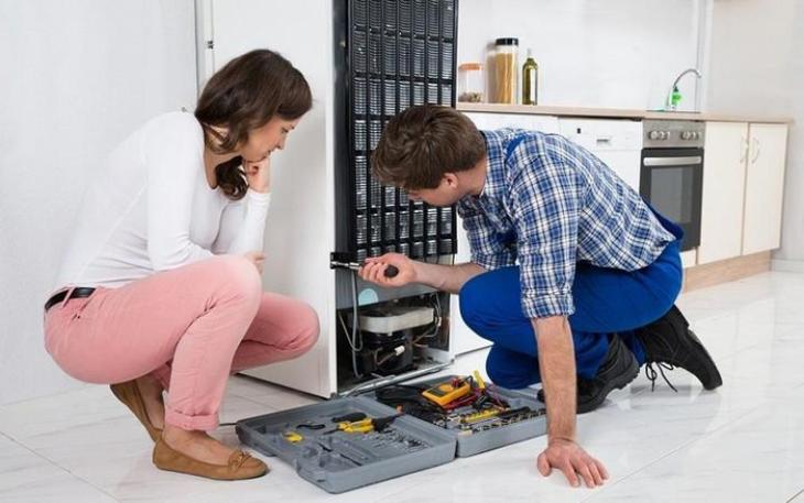 Các bộ phận liên quan đến hệ thống lạnh bên trong tủ lạnh nếu xảy ra sự cố phải nhờ đến nhân viên kĩ thuật