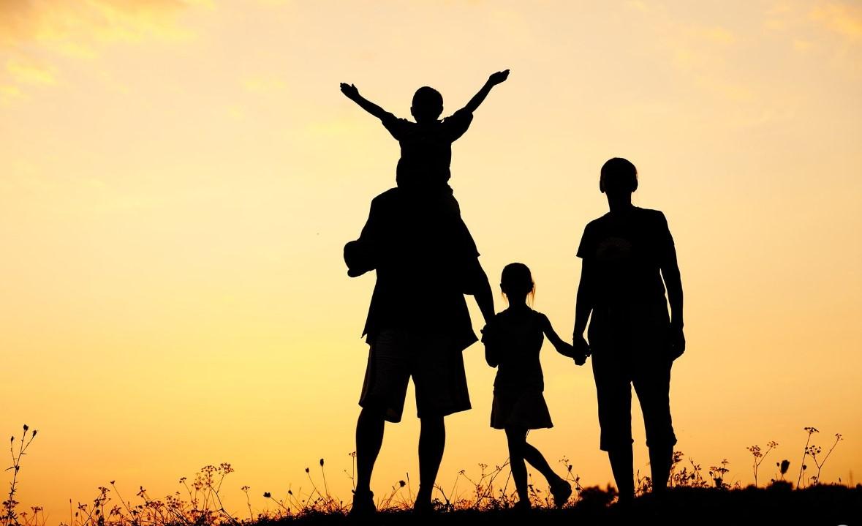Tình cảm cha mẹ - con cái là điều thiêng liêng