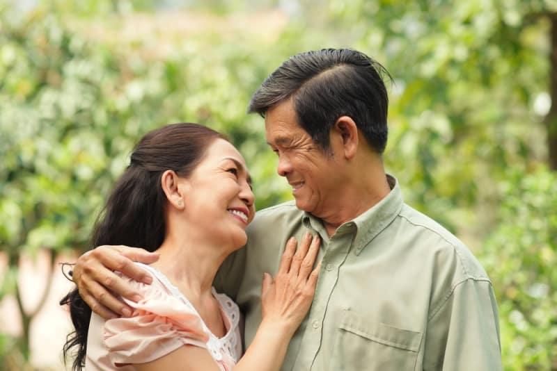 Tình cảm vợ chồng thường là cảm hứng của nhiều câu ca dao, tục ngữ